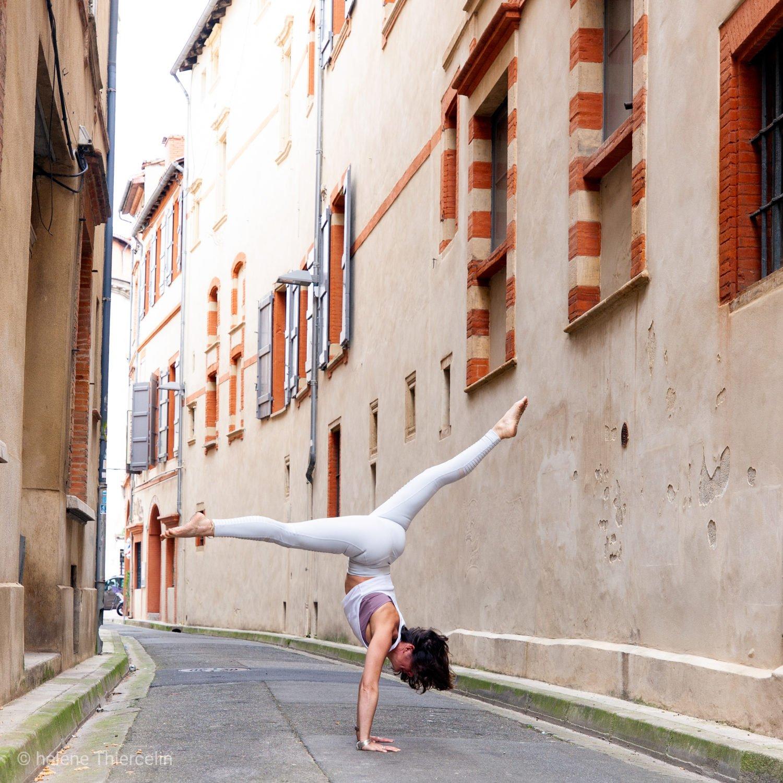 handstand yoga vinyasa toulouse